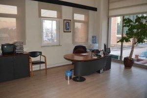 Temizliği yapılmış olan ofis resmi